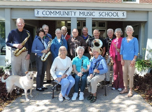 The New Horizons band gather for a photo.